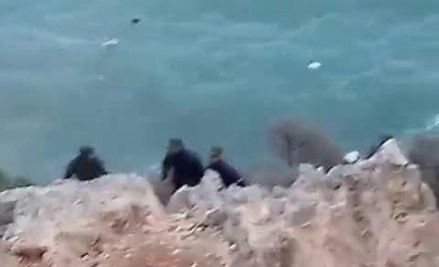 إنتشال جتث أربع مهاجرين غير نظاميين وإجلاء 34 آخرين بعد حادث غرق قارب مطاطي بسواحل الحسيمة