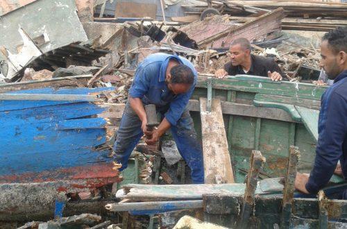 تحطيم قوارب الصيد التقليدي بأكادير
