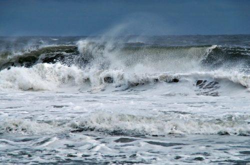 أمواج قوية